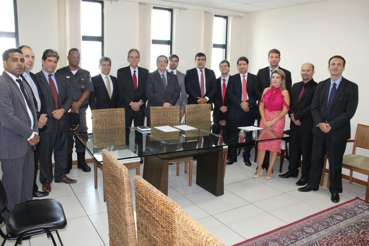 Presidente do TRE se reúne com juízes em Campos, RJ, para tratar da organização das eleições 2018