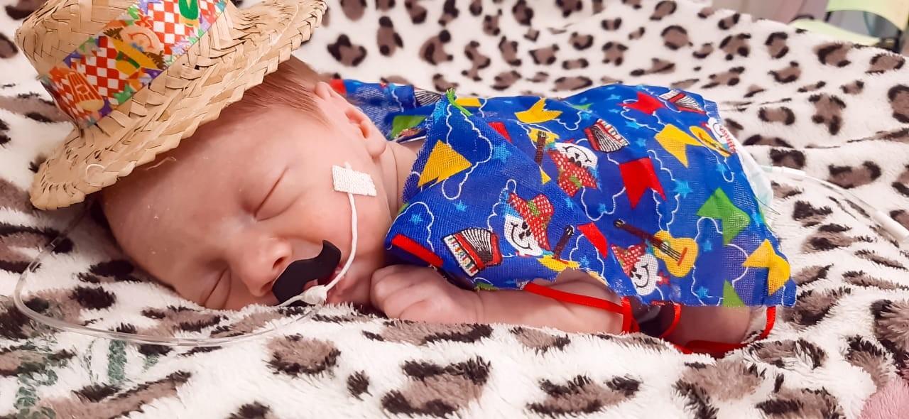 FOTOS: Hospital faz festa junina para bebês internados em UTI neonatal, em Guarapuava