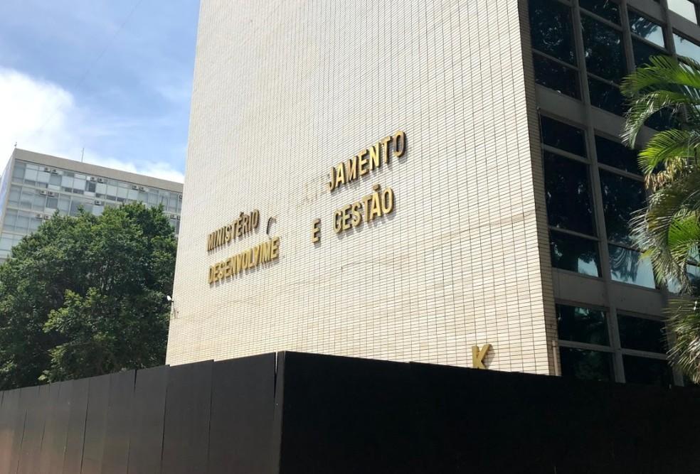 Fachada do prédio onde funcionava o Ministério do Planejamento; pasta foi unificada à Fazenda para formar Ministério da Economia — Foto: Aline Ramos/G1