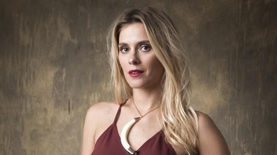 Carolina Dieckmann diz ser 'zero vaidosa': 'Não uso cremes e durmo de maquiagem'