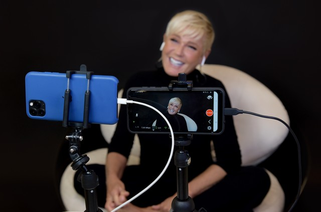 Xuxa em entrevista para o 'Altas horas' (Foto: Divulgação)