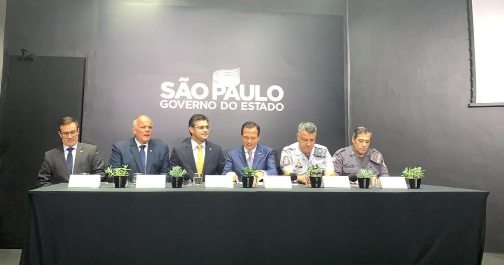 Integrantes do governo de São Paulo durante a posse do novo comandante-geral da Polícia Militar. — Foto: Gabriela Gonçalves/G1