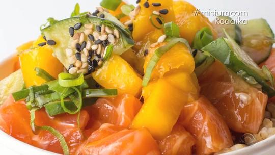 Aprenda a fazer Poke de atum com arroz japonês