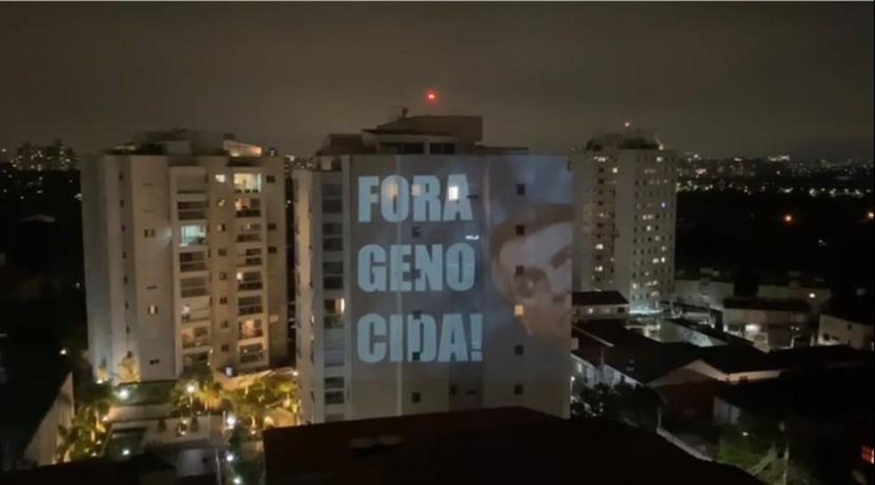 Projeção durante panelaço em Alto de Pinheiros, Zona Oeste de São Paulo — Foto: Arquivo pessoal