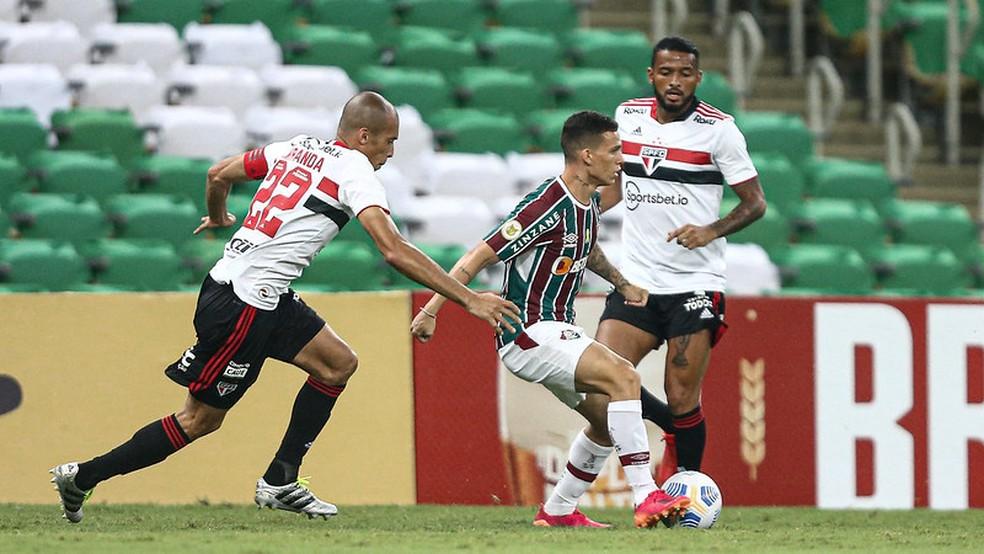 Calegari voltou ao time em grande nível e merece sequência — Foto: Lucas Merçon / Fluminense FC