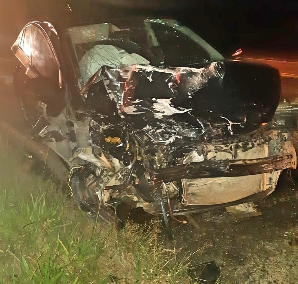 Acidente ocorreu na BR-423 — Foto: PRF/Divulgação