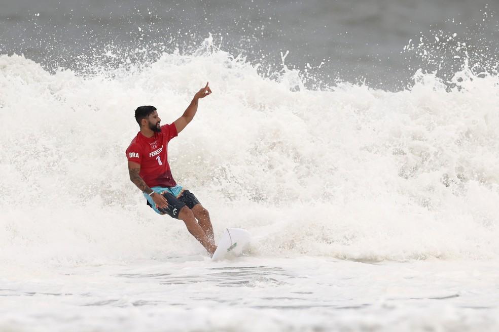 Italo Ferreira vibra com a classificação — Foto: Ryan Pierse/Getty Images