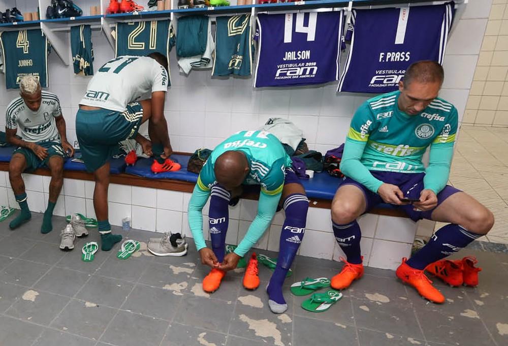 Suspensão de Fernando Prass abre espaço para retorno de Jailson no Palmeiras