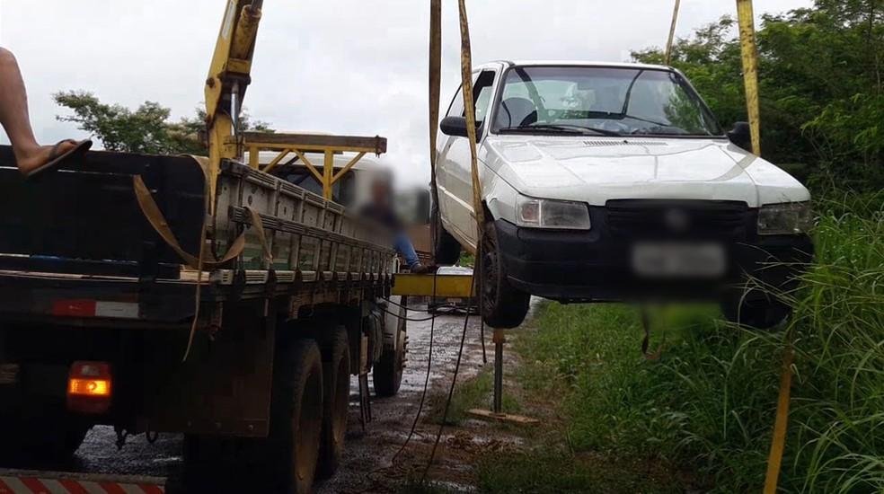 Wellington da Silva Rodrigues teve o carro guinchado.  — Foto: Rinaldo Moreira/G1