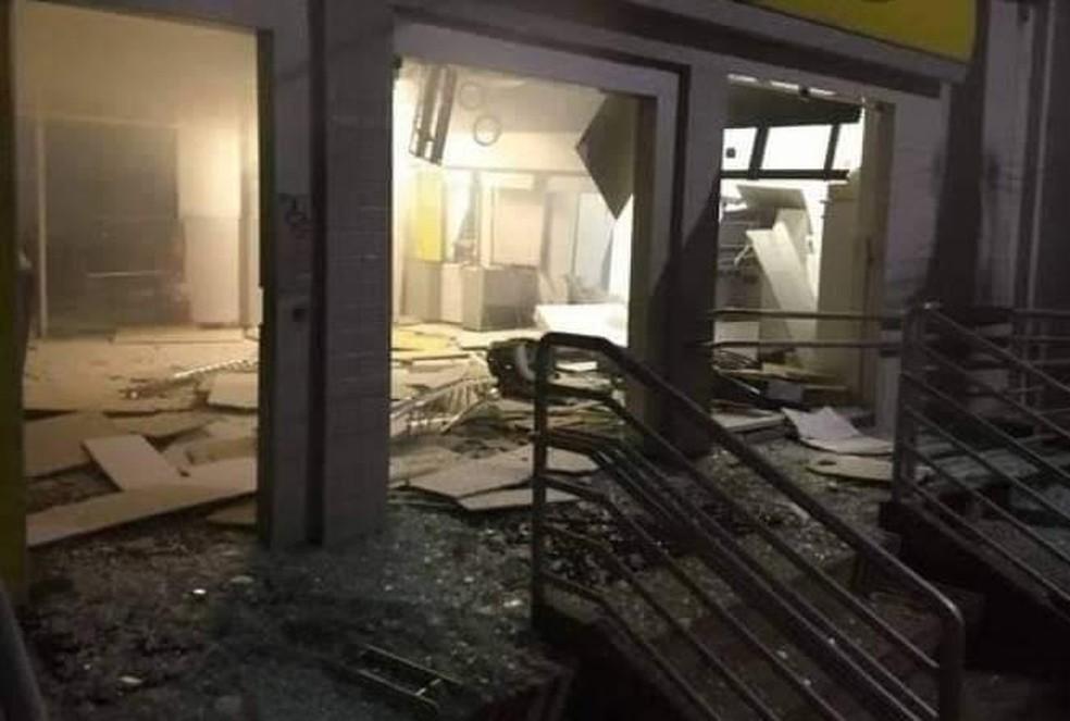 Agência bancária do Banco do Brasil de Afrânio fica destruída após explosão  — Foto: Reprodução/ Redes Sociais