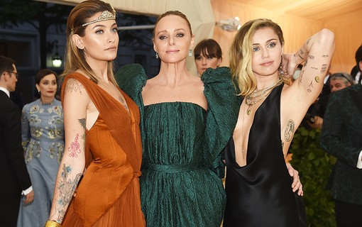 Paris Jackson, Stella McCartney e Miley Cyrus