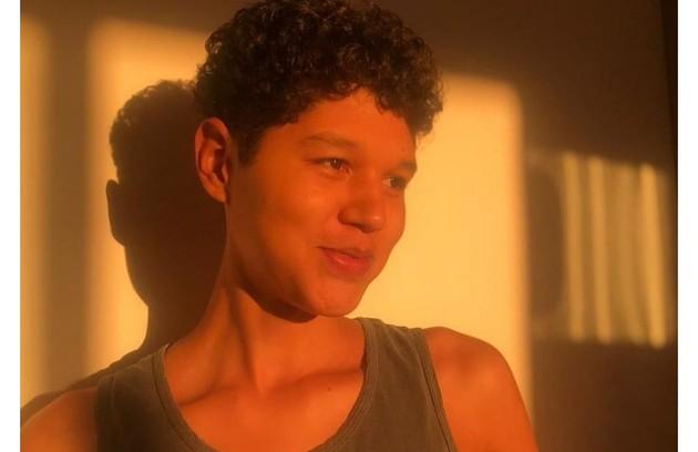 Gustavo Luz, que se define como ator e atriz, também fará a série (Foto: Reprodução)