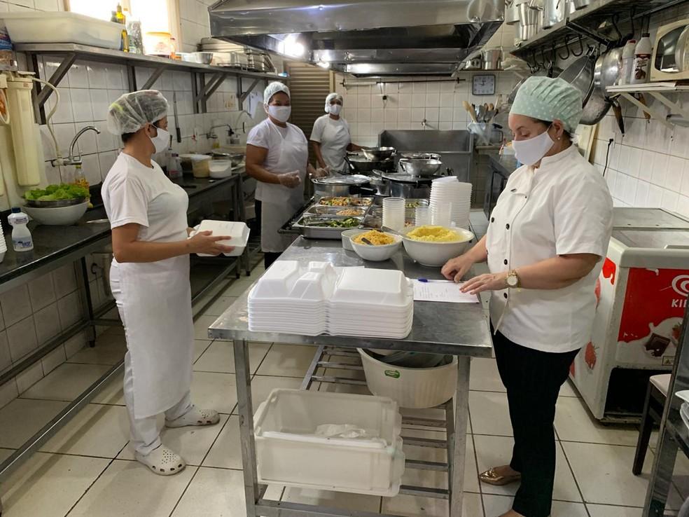 Restaurantes devem funcionar com delivery depois das 22 horas  — Foto: Denise Borges/arquivo pessoal