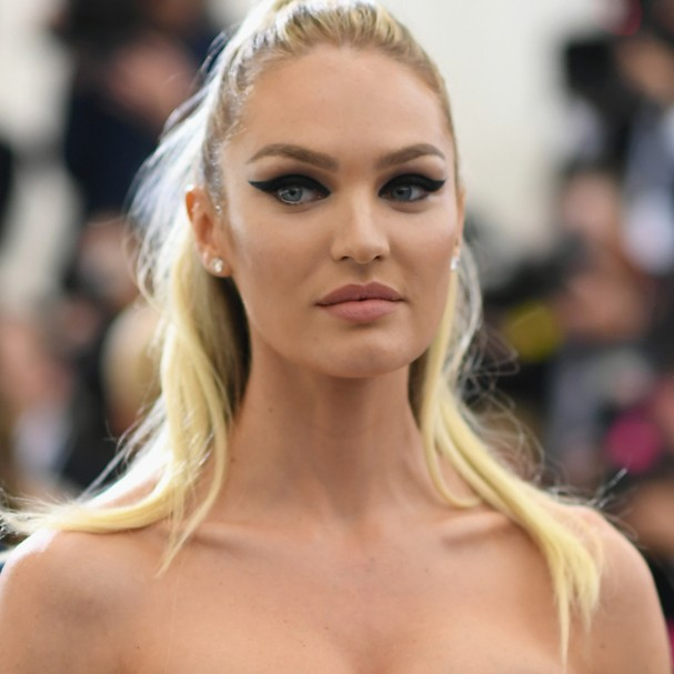 "NEW YORK, NY - MAY 01: Candice Swanepoel attends the ""Rei Kawakubo/Comme des Garcons: Art Of The In-Between"" Costume Institute Gala at Metropolitan Museum of Art on May 1, 2017 in New York City.  (Photo by Dimitrios Kambouris/Getty Images) (Foto: Getty Images)"