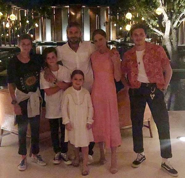 Victoria e David Beckham com os filhos (Foto: Instagram)