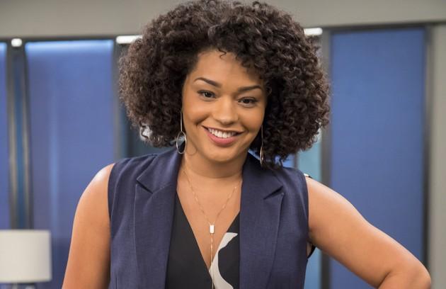 Renatinha (Juliana Alves) é secretária e ex-namorada de Rafael. Após a suposta morte de Kyra, ela fará de tudo para reconquistá-lo (Foto: TV Globo)