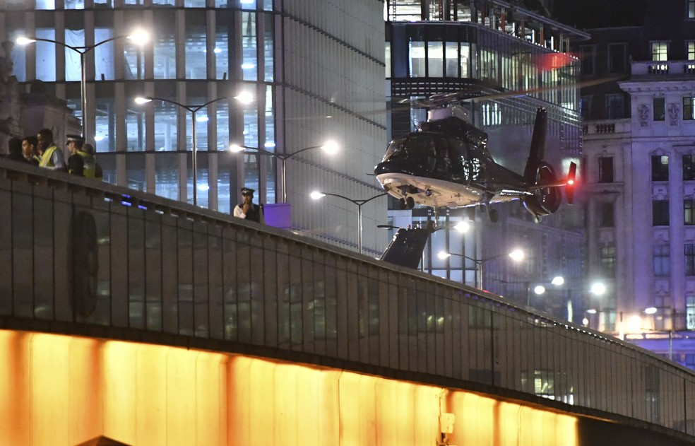 886615db7f ... Helicóptero desce na London Bridge após atentado em junho  um dos três  autores era seguidor