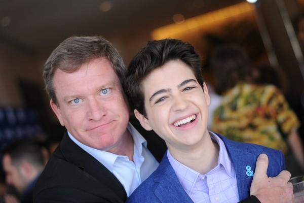 O ator Stoney Westmoreland na companhia de seu colega de elenco na série Andi Mack no Disney Channel, Joshua Rush (Foto: Getty Images)