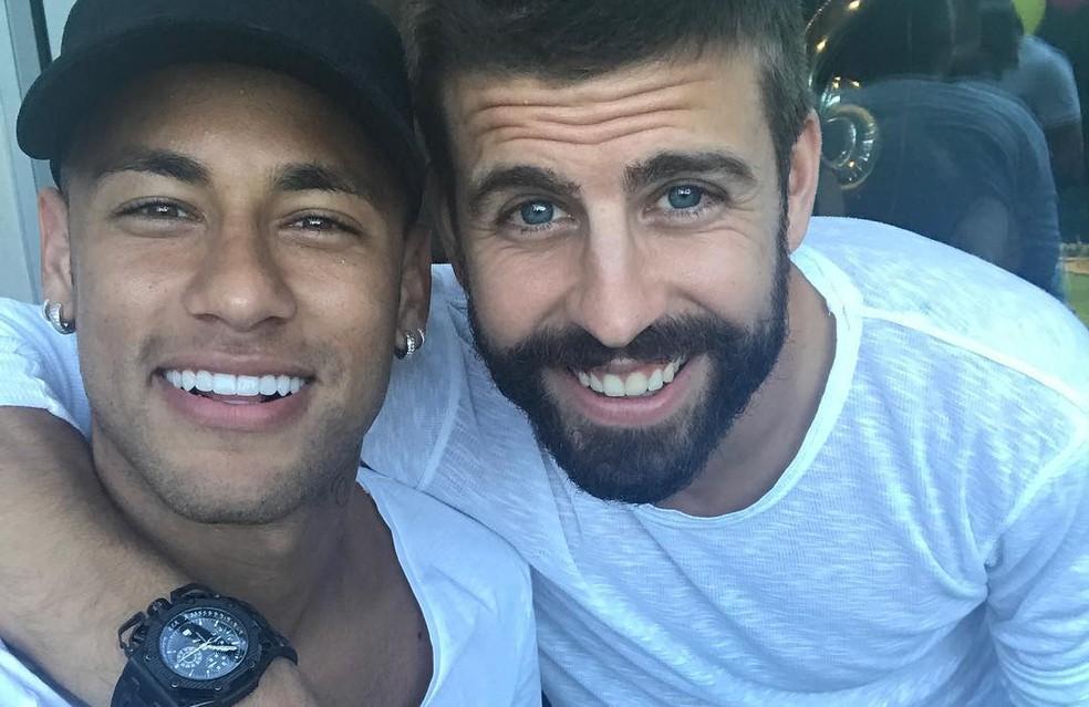 Neymar e Piqué brincaram com postagem do zagueiro (Foto: Reprodução / Instagram)