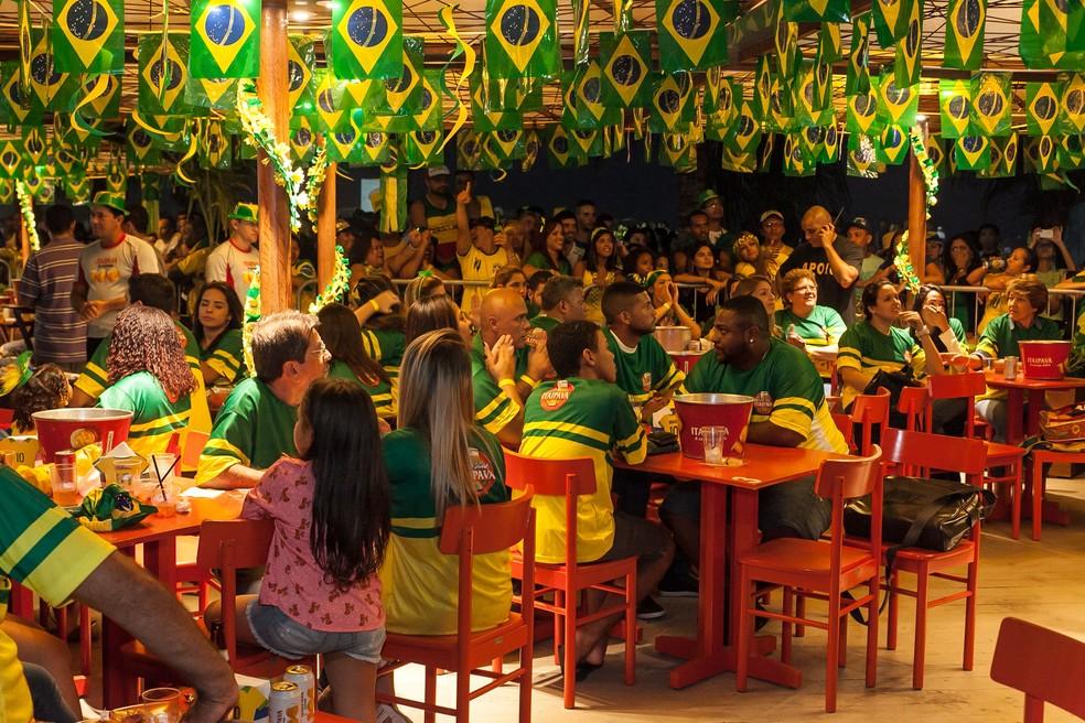 480df52ae5b ... Cem quiosques da orla carioca vão exibir gratuitamente os jogos do  Brasil na Copa da Rússia