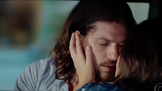 Vanessa passa a noite com Quinzinho e conta para Dandara: 'Ele acabou de sair do meu quarto'