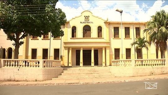 Câmara de Pedreiras vota por reajuste de gestores e população se revolta