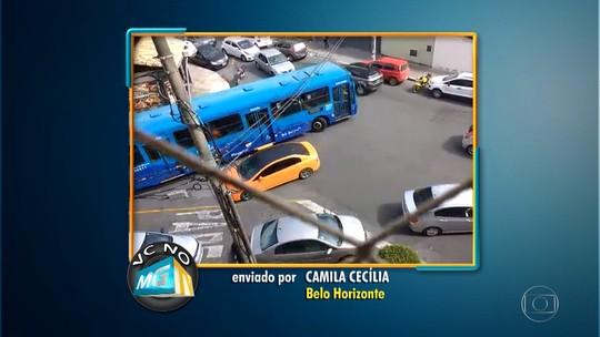 Moradora filma tráfego confuso perto de escola no bairro Silveira, em Belo Horizonte