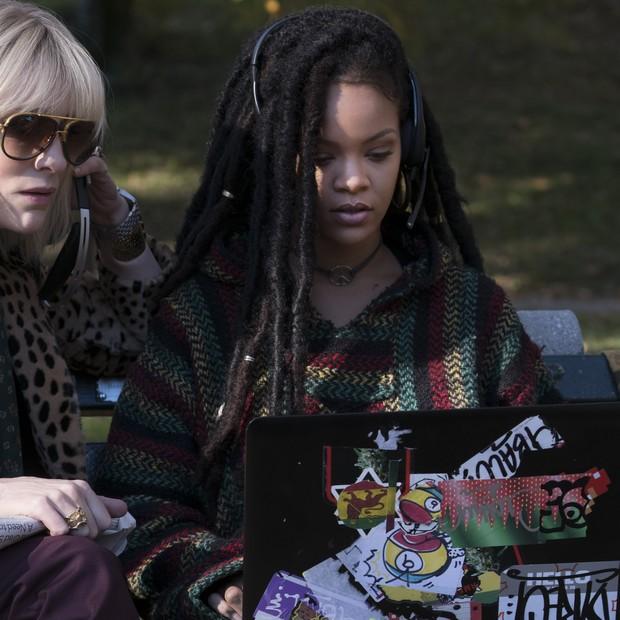 No filme, Rihanna é a hacker Nine Ball, cujo nome e figurino são inspirados em Bob Marley (Foto: Divulgação)
