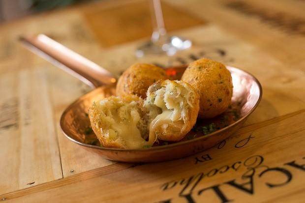 Receita de bolinho de bacalhau com queijo (Foto: FOTO JOHNNY MAZZILI / DIVULGAÇÃO)