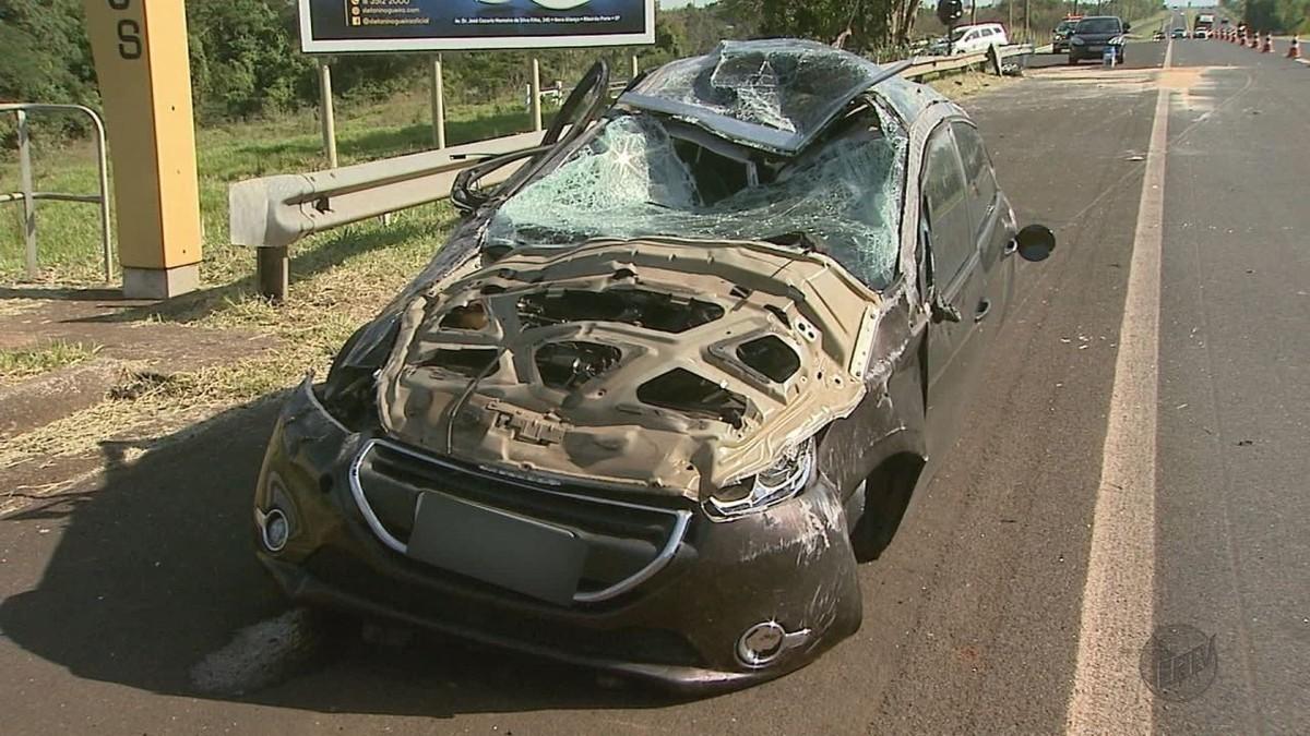 Capotagem deixa 2 feridas na Rodovia Antônio Machado Sant'Anna em Ribeirão Preto - G1
