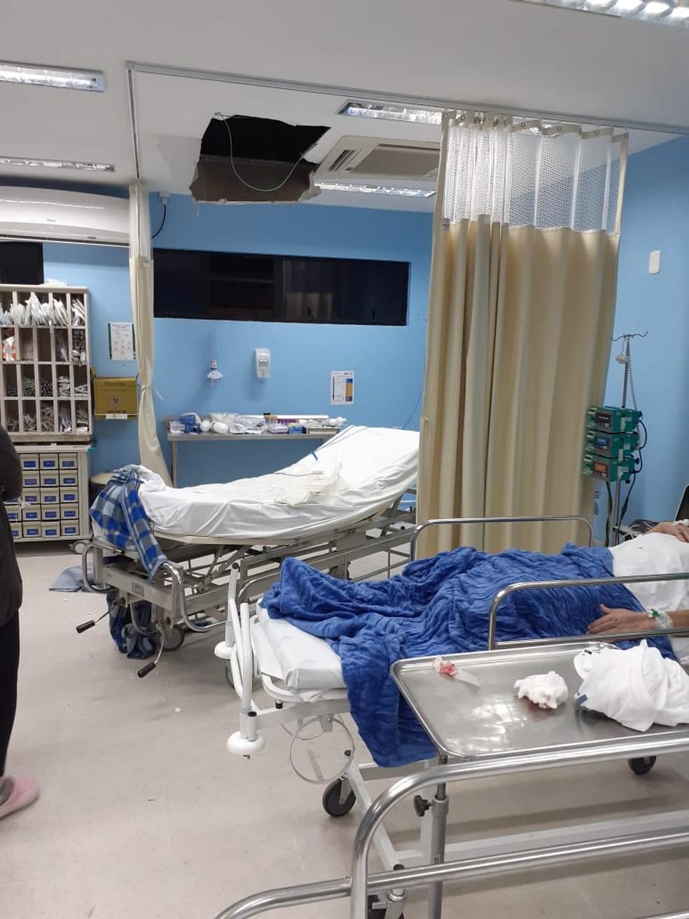 Homem tentou fugir de hospital em Joinville e quebrou teto — Foto: Reprodução