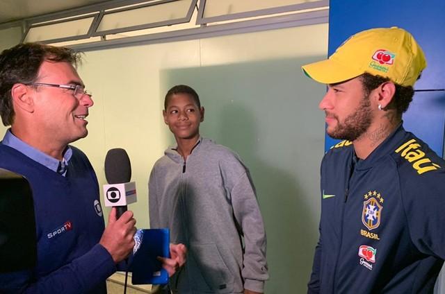 Neymar grava com Tino Marcos para o 'Esporte espetacular' (Foto: Divulgação)