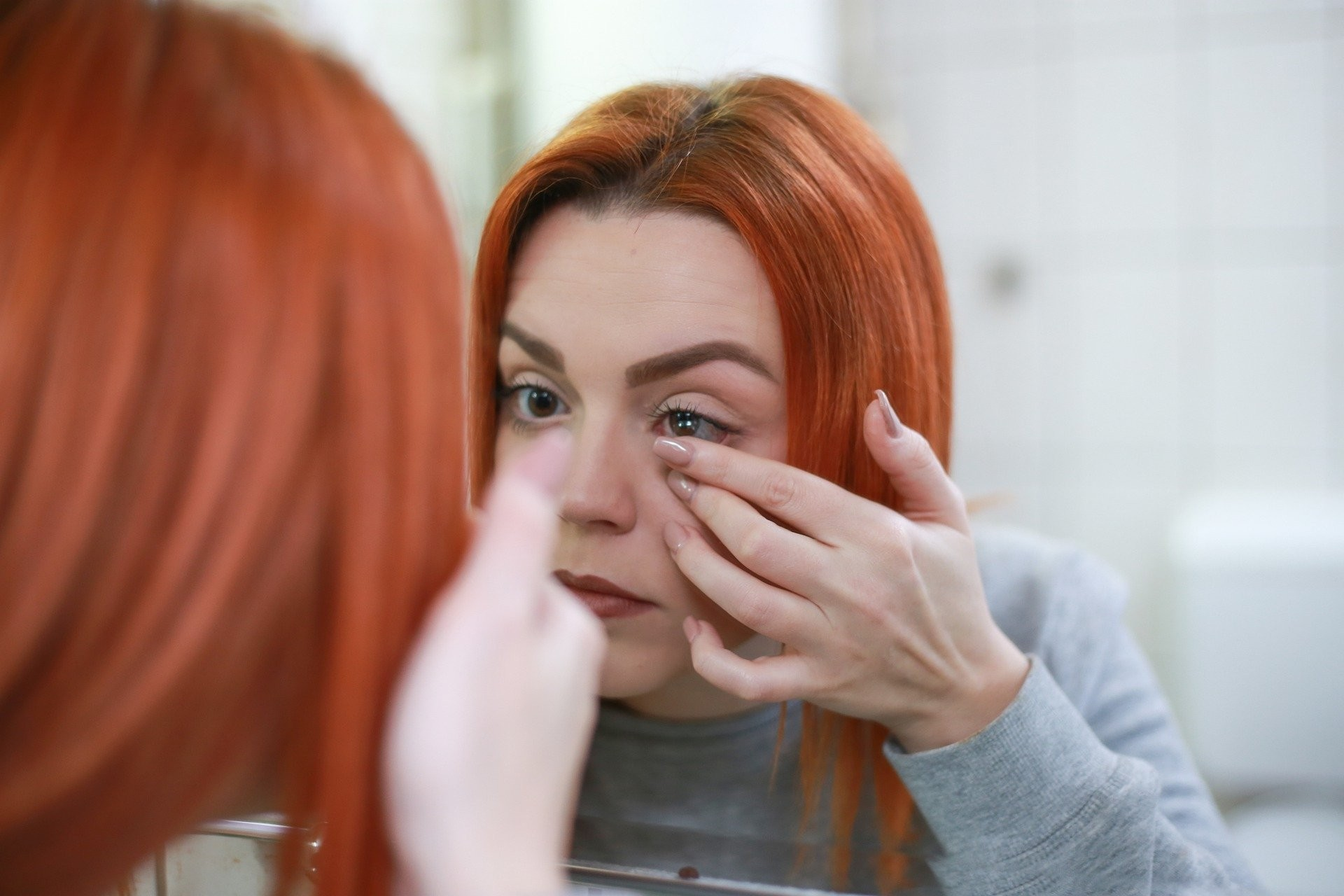 Quem são os famosos que usam lentes de contato coloridas