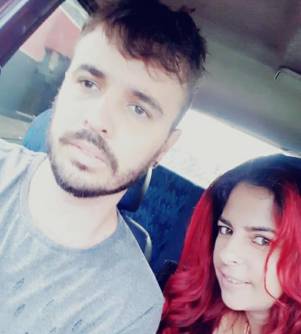 Cristina Denachio Cardoso e Souza, de 28 anos Jonathan Ricardo de Siqueira e Souza, de 32 anos, estão entre vítimas de acidente em Leme — Foto: Reprodução/Facebook