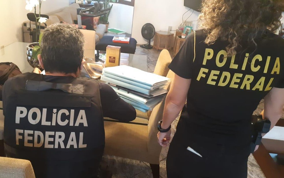 Mandados buscam documentos, especialmente autos de processos retido pelo alvo da operação — Foto: Divulgação/Polícia Federal