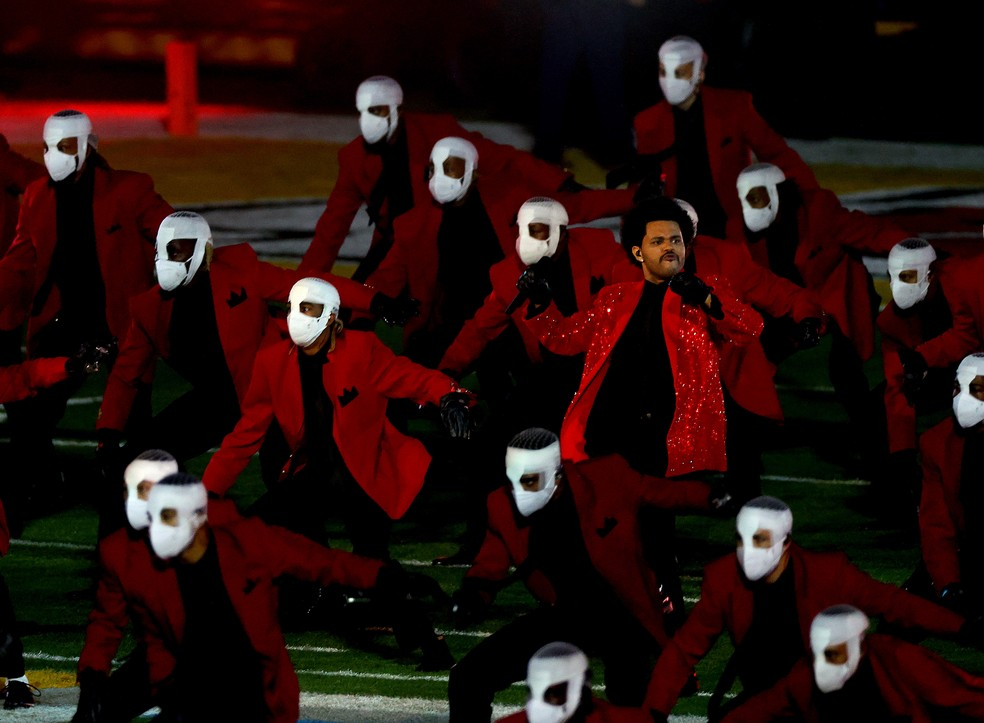 The Weeknd durante show do Super Bowl em Tampa, na Flórida — Foto: Getty Images via AFP
