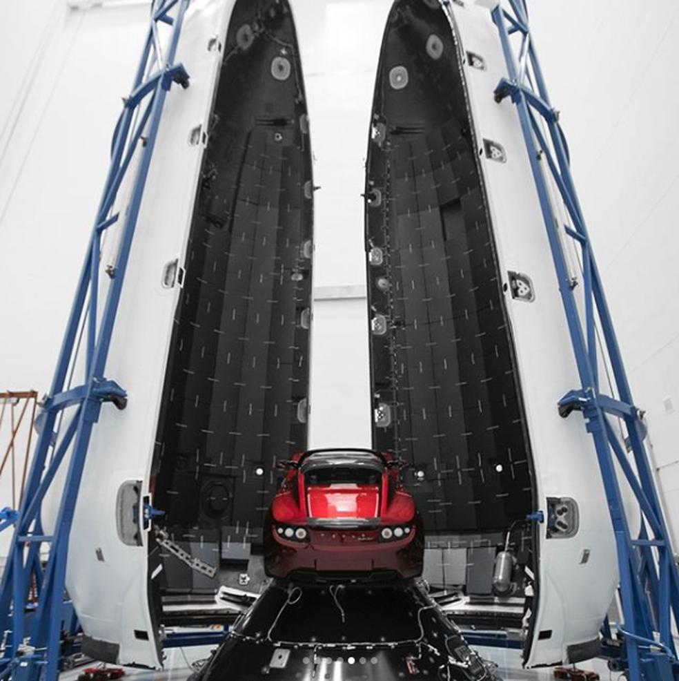 Elon Musk mostrou o Tesla Roadster dentro do foguete da SpaceX (Foto: Reprodução/Instagram)