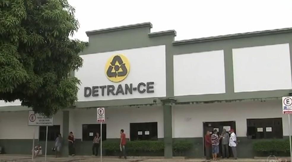 Governador Camilo Santana anuncia data para convocação de aprovados no concurso do Detran (Foto: TV Verdes Mares/Reprodução)