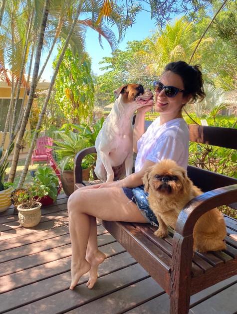 Bianca Bin com os cachorros (Foto: Arquivo pessoal)