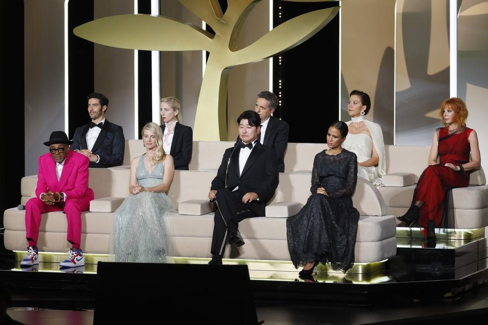 Júri de Cannes na cerimônia de abertura do Festival de Cinema — Foto: Reuters/Eric Gaillard