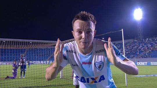 Dagoberto faz mais um em casa e chega a 12 gols em 10 jogos pelo Londrina no Estádio do Café