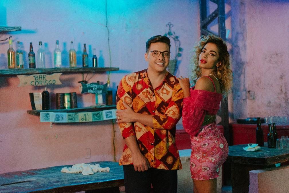 Wesley Safadão e Anitta em clipe de 'Romance com safadeza' (Foto: Divulgação)