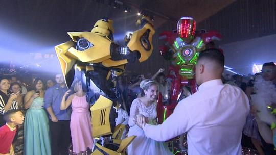 Empresários de SP criam robôs de LED que animam festas de casamento