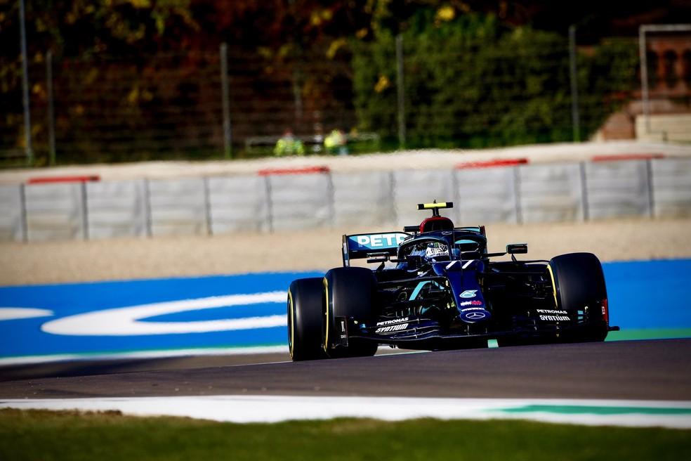 Valtteri Bottas acelera Mercedes no circuito de Imola — Foto: Divulgação