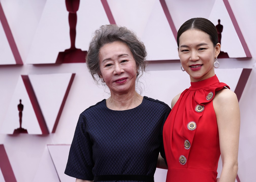"Youn Yuh-jung e Han Ye-ri, atrizes de ""Minari"", no Oscar 2021 — Foto: AP Photo/Chris Pizzello"