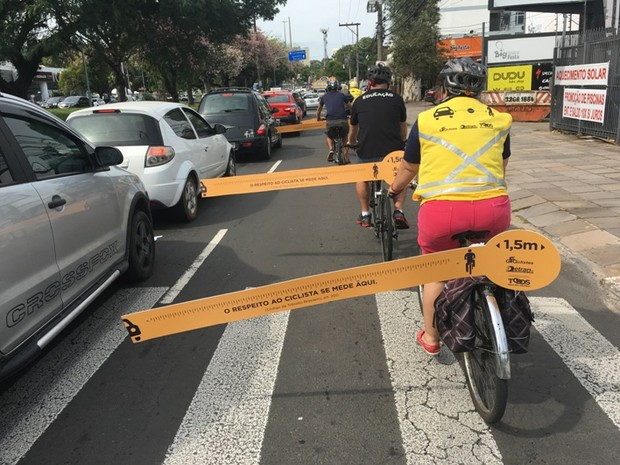 Distância de 1,5m deve separar carros e motoristas (Foto: Guilherme Formiga, divulgação/DetranRS)