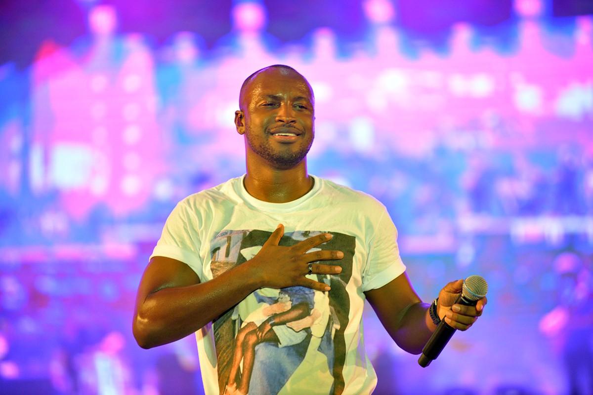 Thiaguinho cancela live após diagnóstico de inflamação nas pregas vocais: 'Fiquei bem triste' | Música