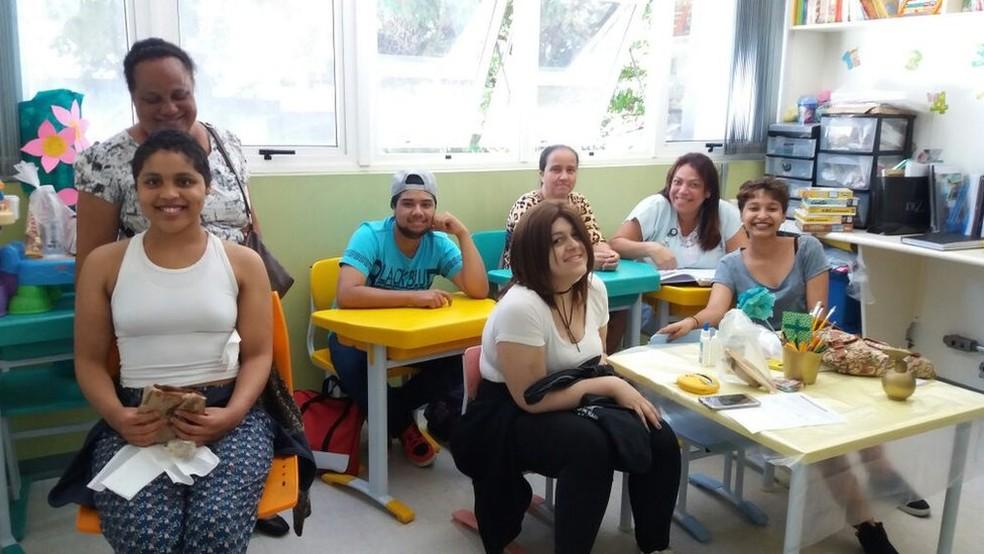 Pacientes no Itaci chegam a ter aulas de preparação para o Enem nos leitos quando estão muito debilitados pelo tratamento — Foto: Arquivo pessoal