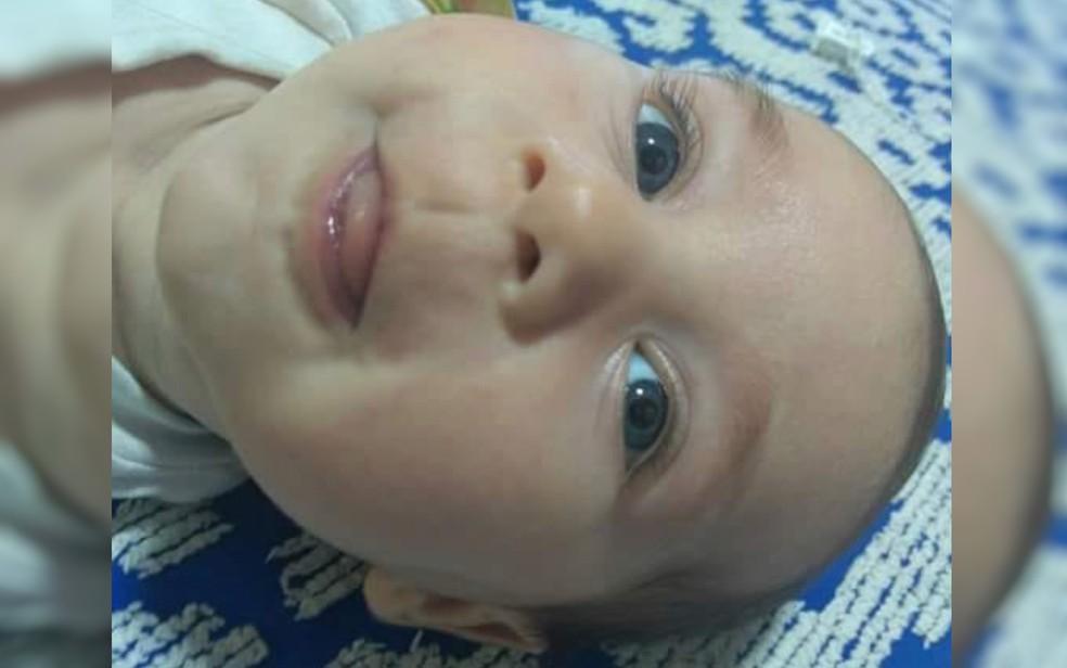 Bebê Michel, de 6 meses, que morreu com tiro no peito em Luziânia; pai foi preso suspeito do crime — Foto: Reprodução/TV Anhanguera