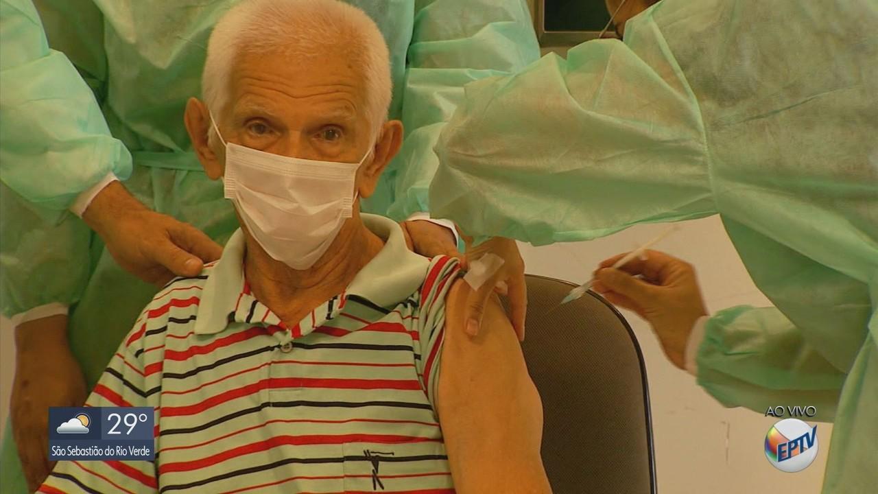 Varginha iniciou a vacinação contra a covid-19 na manhã desta quarta-feira (20)